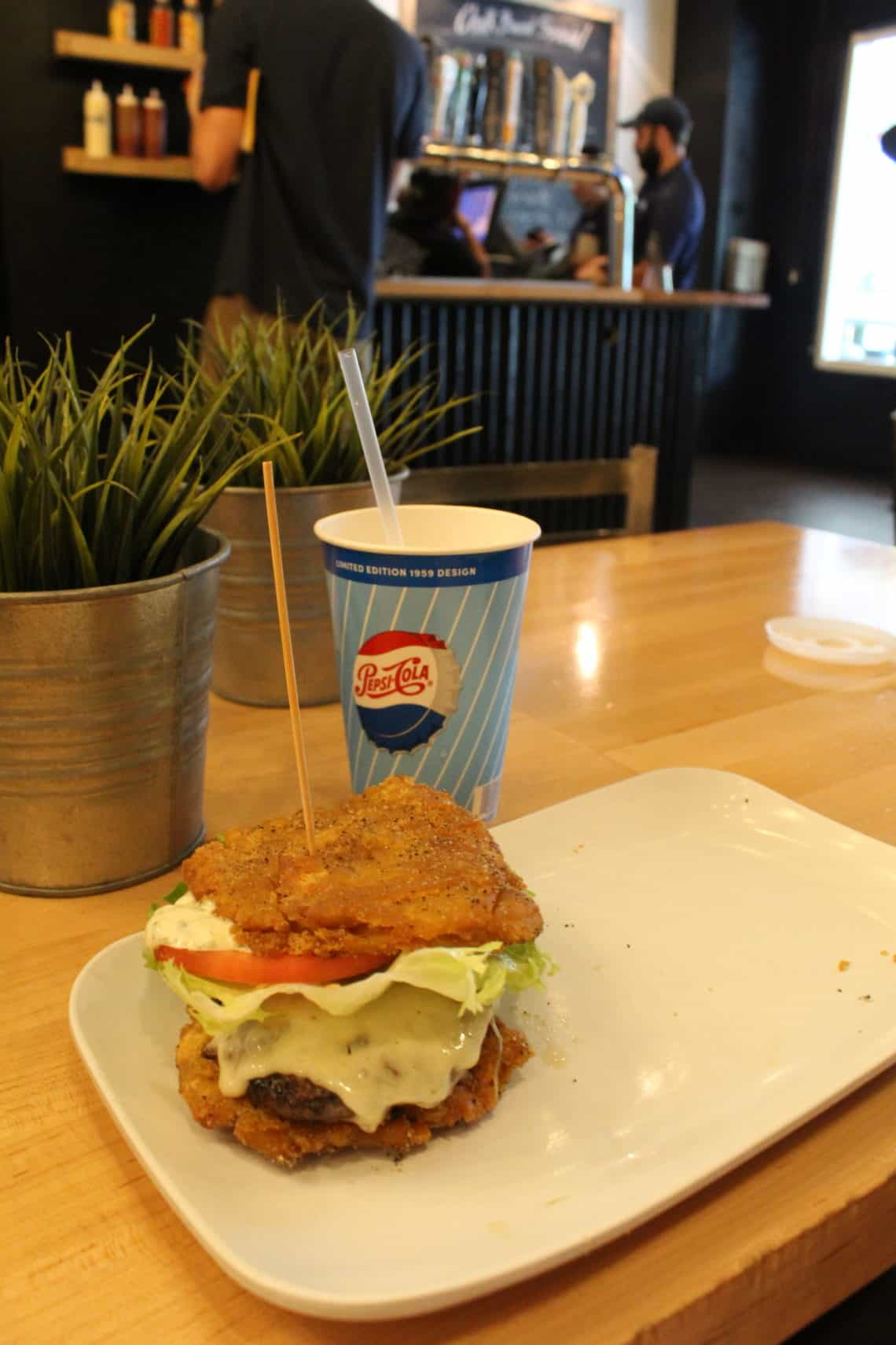 Toston Burger and a cold Pepsi in Pinchos
